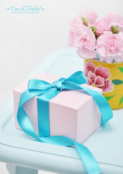 rosafarbene Geschenkschachtel