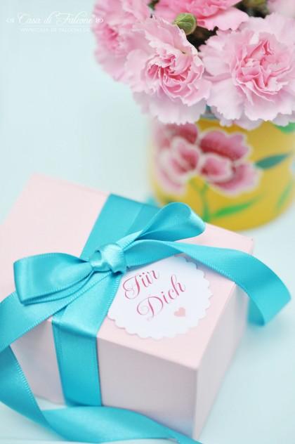 rosa farbene Geschenkschachtel