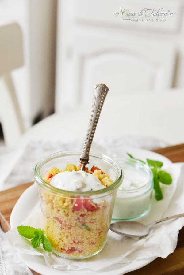 Couscous Salat mit Minze-Limetten-Joghurt {Rezept}